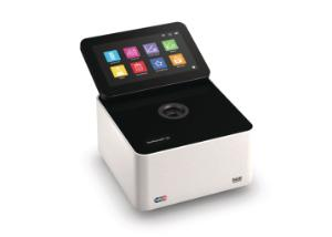 NanoPhotometer C40-touch Cuvette Spectrophotometer with built in touchscreen; NanoPhotometer C-40 Cuvette Spectrophotometer with built in touchscreena and built in battery pack